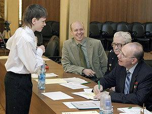 Члены жюри внимательно изучали каждый доклад.